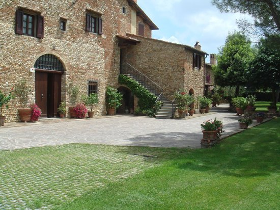 Villa Le Torri: Villa accommodation external