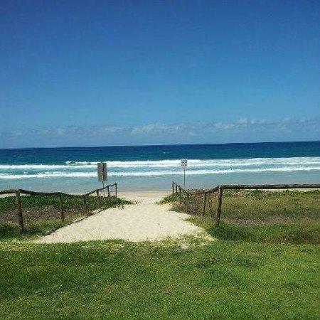 Golden Riviera Beach Resort: Beach access 20 metres from the room