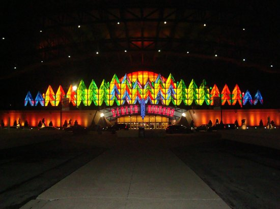 Seneca Niagara Casino : Very Colourful at night !