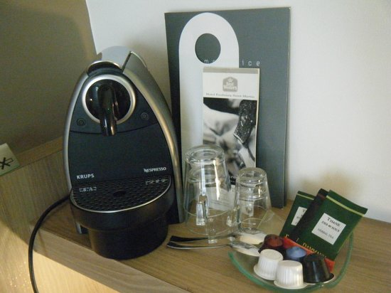 BEST WESTERN Hotel Faubourg Saint-Martin: Coffee Machine in room!