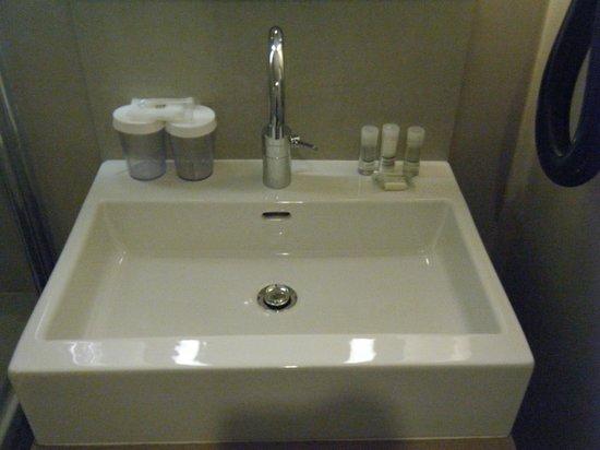 BEST WESTERN Hotel Faubourg Saint-Martin: Bathroom