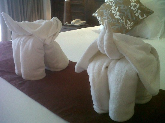 Aonang Buri Resort: Elephant towels!