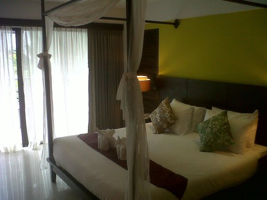 Aonang Buri Resort: Pretty & comfy poster bed
