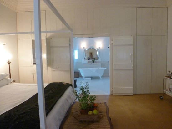 Babylonstoren: Cottage 3 - lovely room and big bathroom
