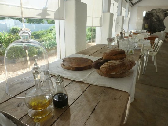 Babylonstoren: Bread and juice table at breakfast