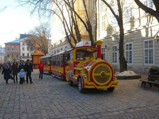 Lviv, Ukrayna: Экскурсионный паровозик