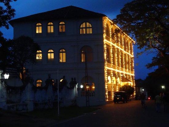 Amangalla: vista exterior nocturna