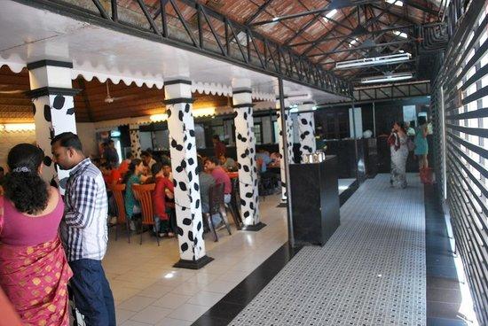Frys Village Restaurant: The restaurant
