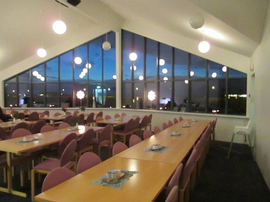 Hotel Edda - Vik i Myrdal: Breakfast room in the hotel with view to the beach