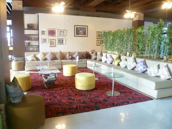 The Mantrini Boutique Resort: Lobby