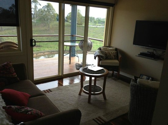 Jacaranda Creek Farmstay and B&B: Lounge room with sofa bed
