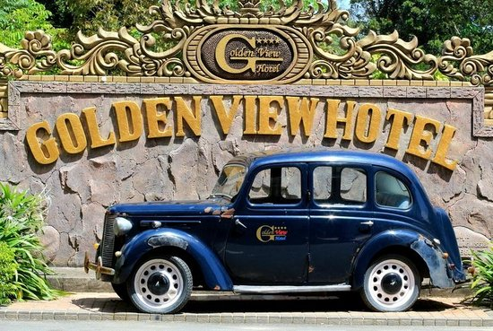 Golden View Hotel Batam: The hotel antique car display