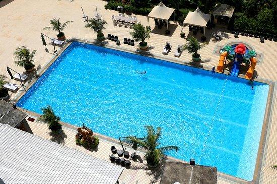 Golden View Hotel Batam: The pool...