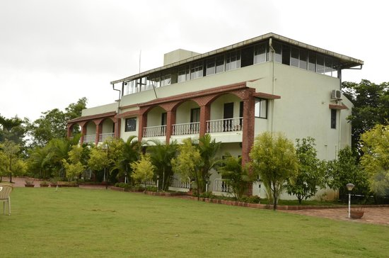 Govinda Resort: Side wing