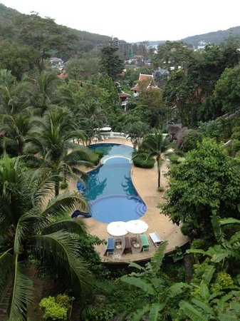 Phuket Nirvana: view of the pool from the walkway