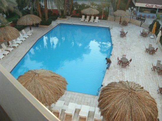 aqaba gulf hotel vista piscina .mattina presto