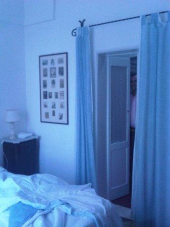 Masseria Il Frantoio : Puerta de la habitación al recibidor de la casa