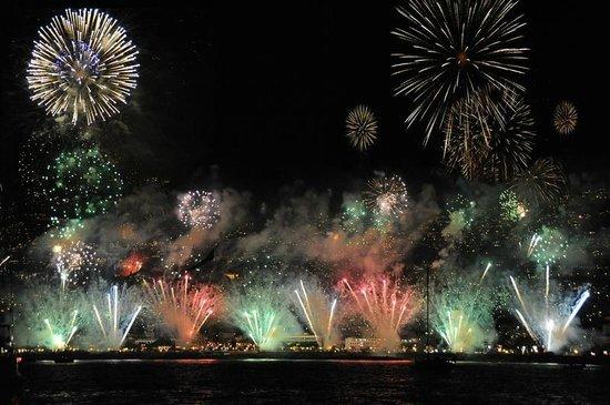 Faja da Ovelha, Portugal: Feuerwerk am Silvester 2012 in Funchal