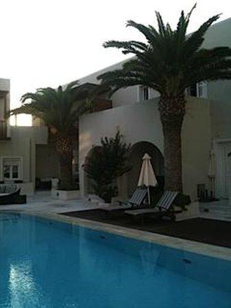 Nissaki Beach Hotel Naxos: Vista de la habitación y el porche