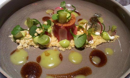 Ter Leepe: Noordzeekrab met bereidingen rond komkommer, canneloni van portobello en curry, dashi en bonito