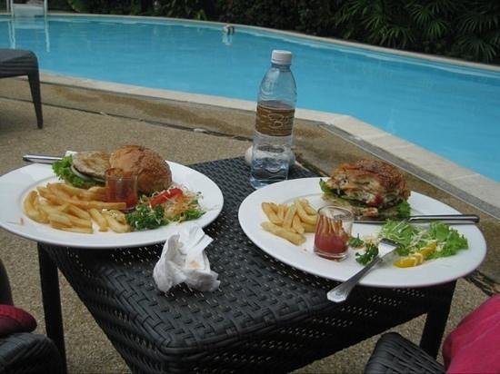 The Bliss South Beach Paton: tasty hotel lunch by the pool!