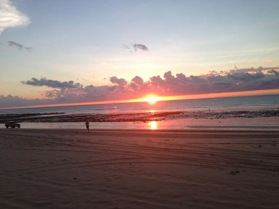 Bali Hai Resort & Spa: Cable Beach sunset