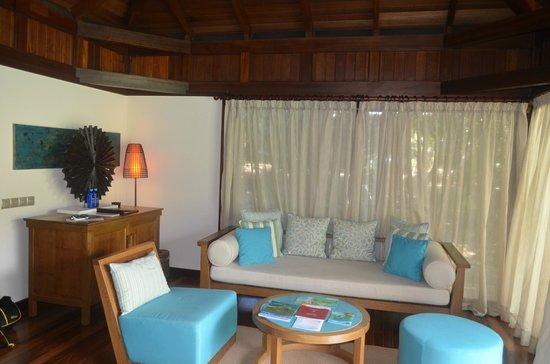 Constance Ephelia: lounge