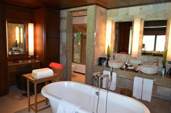 Constance Ephelia: bathroom