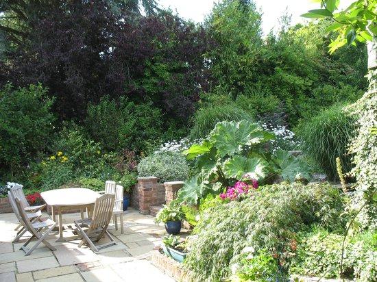 Orchard Way Bed & Breakfast: rear garden