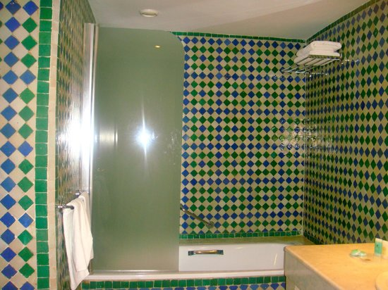 Atlas Rif Front Beach Tanger: baño suite