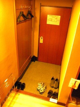 Hotel Edoya: Entry