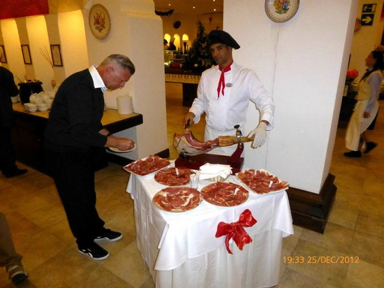 Fuerteventura Princess: Carve a ham on the bone