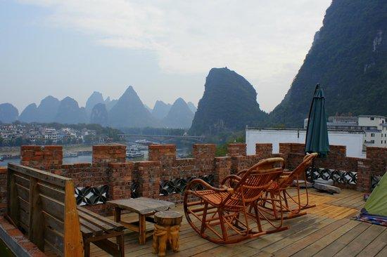 Yangshuo En Attendant Godot's Hostel: roof terrace