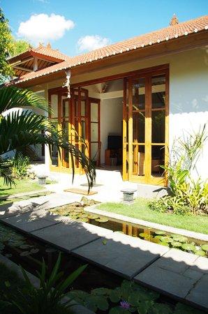 Villa Sutra: entrée de la villa