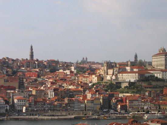 Pestana Vintage Porto: Vista de Oporto y la Ribeira-Hotel desde una bodega
