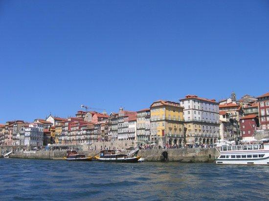 Pestana Vintage Porto: Vista del hotel desde un barco de recreo
