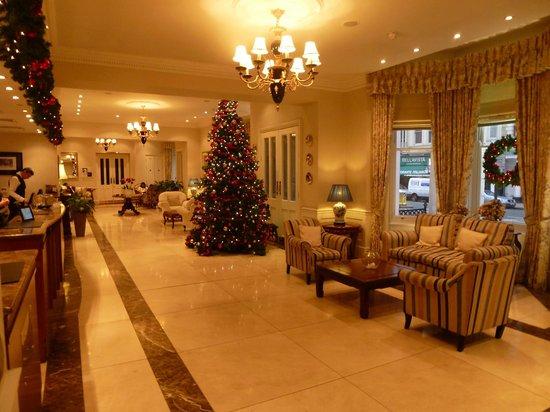 Park International Hotel: wundervoll weihnachtlich geschmückter Eingangsbereich