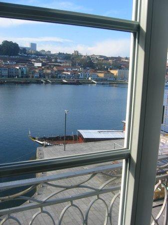 Pestana Vintage Porto: Vista del muelle donde atracan las embarcaciones de recreo desde la habitación