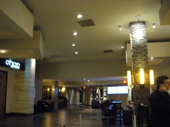 Sandman Signature Vancouver Airport Hotel & Resort: hotel lobby