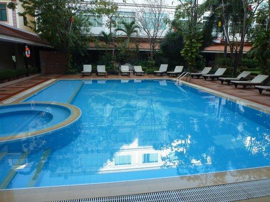 Angkor Riviera Hotel: プール