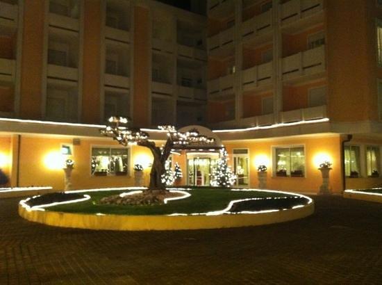Hotel Salus: facciata hotel 