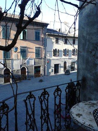 لا فونت دل تشيكو: Vista sulla piazza