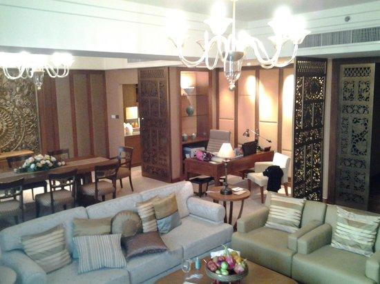 Shangri-La Hotel, Chiang Mai : Aranda Suite Wohnzimmer
