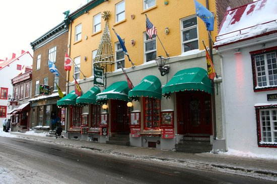 Old Quebec: Shops along the way