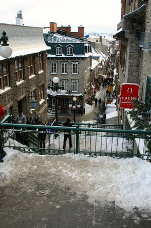 Старый Квебек: View of the shops in Lower Old Quebec from Upper Quebec