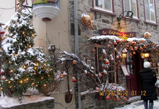 Old Quebec: Love the Christmas decorations