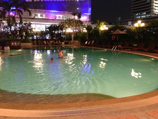 Novotel Bangkok on Siam Square: Swimming pool