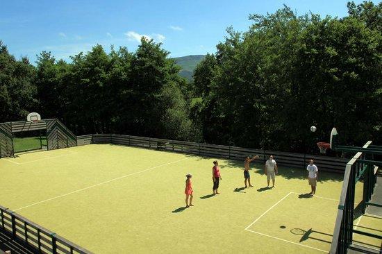Camping Sunêlia Col d'Ibardin : Le terrain multisport du camping col d'ibardin