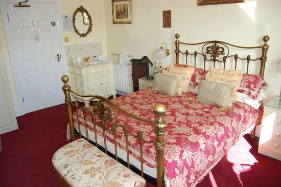 Creston Villa Guest House: The Victorian Room