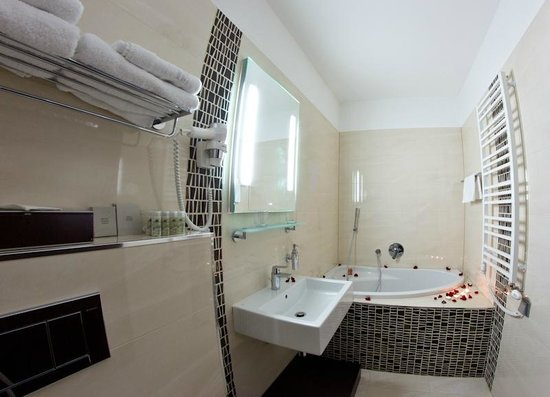 Old Town Hotel: Superior bathroom